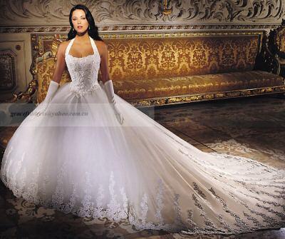 Je viens repondre a vos questions concernant cette tres belle robe ...